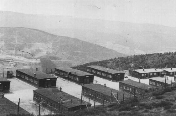 Baraques dans la carrière du c de concentration de natzweiler